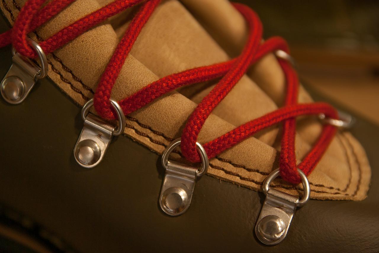 trgovine s pohodnimi čevlji