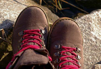 Pohodni Čevlji: Kako zavezati bolje in preprečiti dvigovanje pete